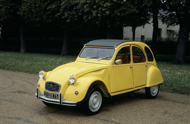 フランスの国民車として開発されたシトロエン「2CV」。デビューは1948年