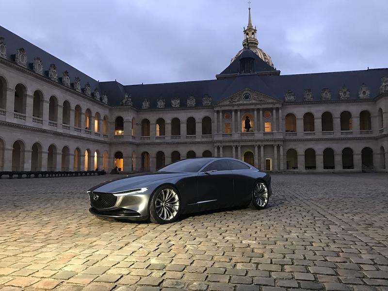 「もっとも美しいコンセプトカー」に選ばれたマツダ「コンセプトビジョンクーペ」。東京モーターショー2017でワールドプレミアされた