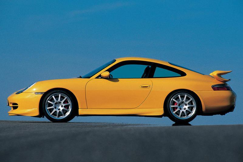 996型911GT3の前期型は当初、1400台の限定生産の予定だったが、レーシーな911への高いニーズがあったため最終的に1900台近くが生産された