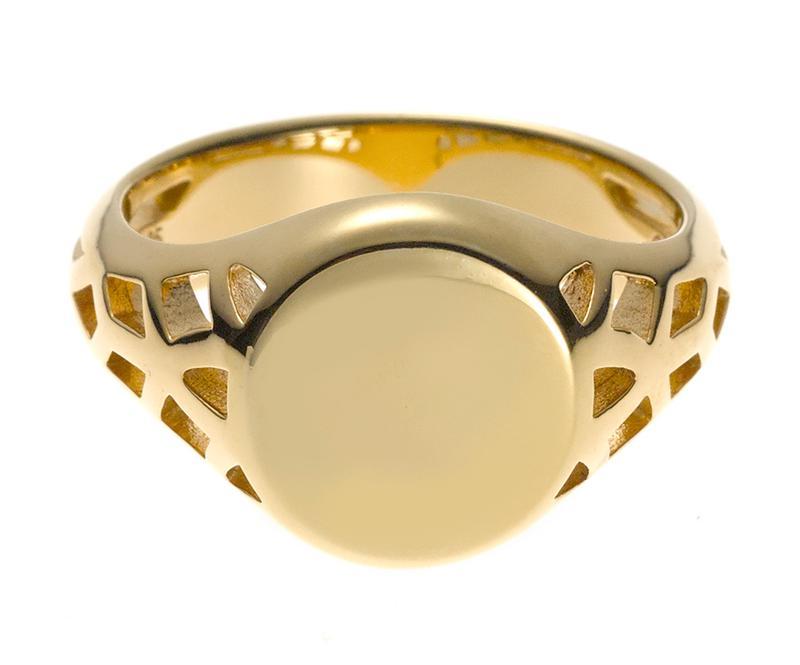 ラグジュアリーな18カラットイエローゴールドヴェルメイユで作られたリングです。複雑な透かし細工はビッグベンの正面デザインにインスパイアされたものなのだとか。2万円/リンクス オブ ロンドン(リンクス オブ ロンドン青山店)