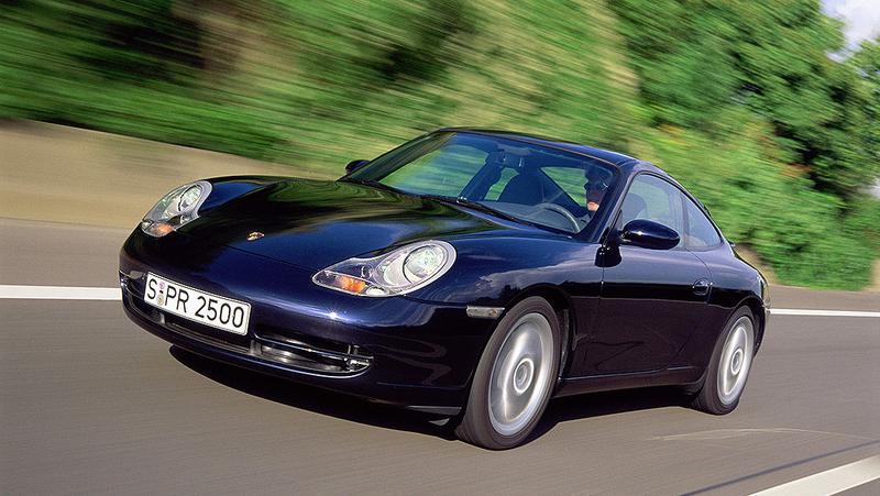 効率化がデザインに影響を与えた1990年代。写真は996型ポルシェ「911」