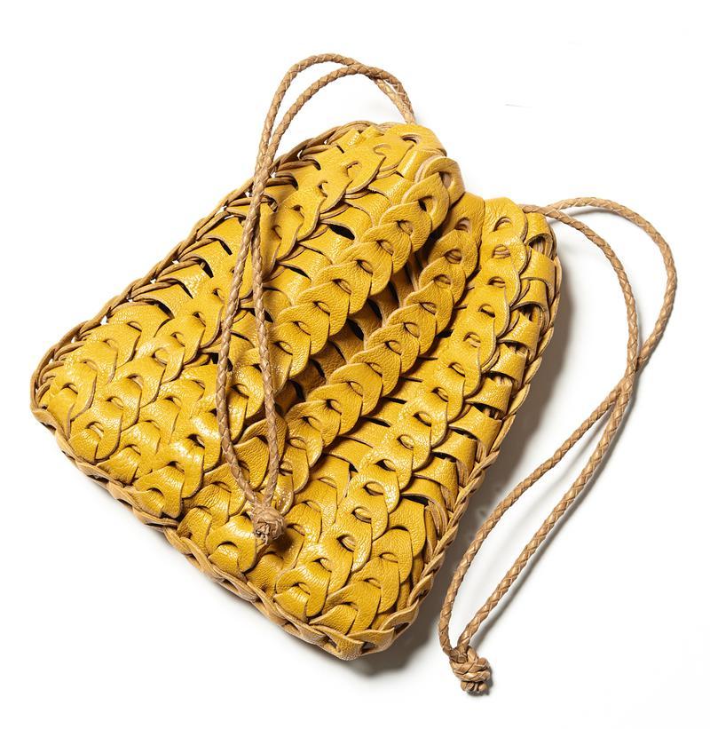 巾着バッグ6万8000円/イルミーチョ(トレメッツォ)