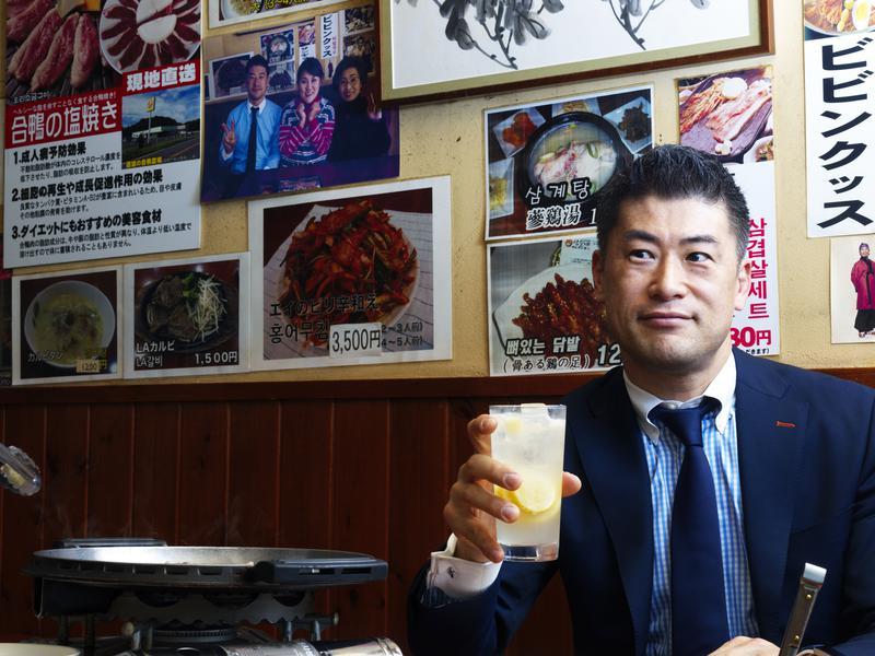 後ろの壁に緒方さんと山田邦子さんの写真が・・・(笑)。
