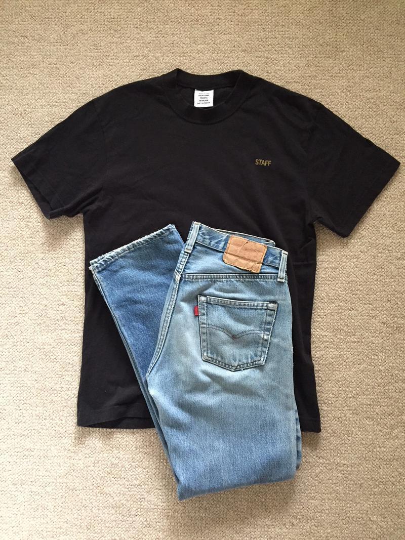 黒Tシャツにオールドのリーバイス501。最近はもっぱらこのスタイルです。
