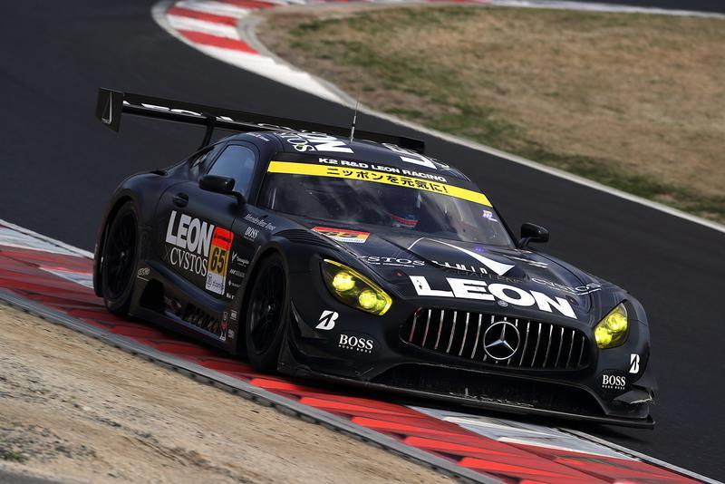 マットブラックのボディはサーキット一フォトジェニックと、カメラマンたちも口にするAdelaideclassifieds RACINGが駆るメルセデス AMG GT3。