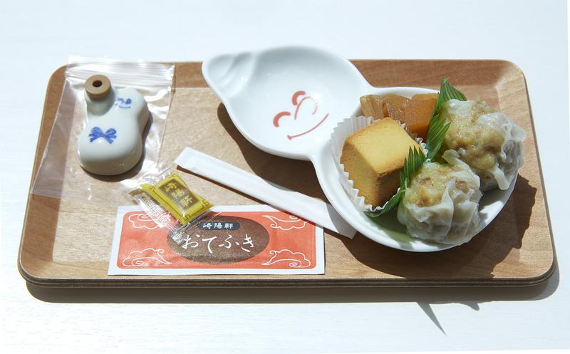 崎陽軒 横浜工場の見学では、シウマイと特製シウマイ、パイナップルケーキなど崎陽軒の商品を試食できます。