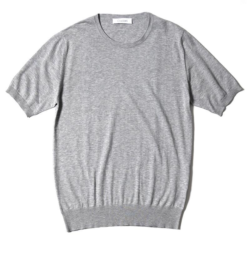 ライトグレーニットTシャツ5万2000円/クルチアーニ(クルチアーニ 銀座店)