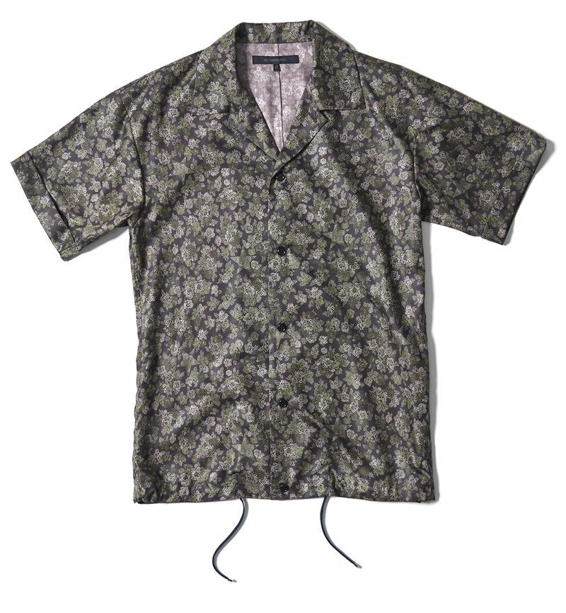 シャツ2万3000円/デザインワークス(デザインワークス ドゥ・コート銀座店)