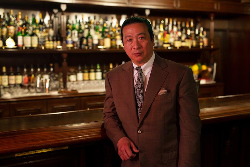 サンボア銀座店オーナーバーテンダーの新谷尚人氏はこのほどサンボア100年の歴史をまとめた書籍「サンボアの100年」(白水社)を上梓。