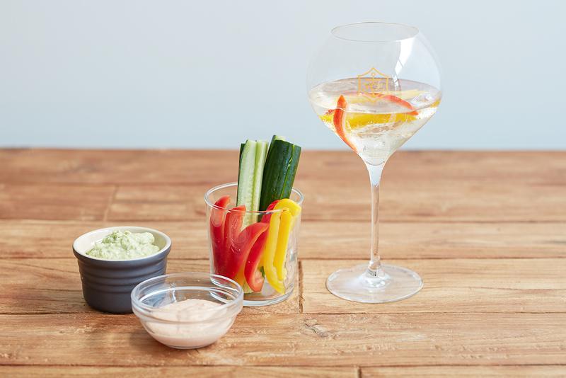 フルーツの風味を豊かに感じさせながら、ヴーヴ・クリコの特徴であるピノ・ノワールが際立っているヴーヴ・クリコ リッチ。パプリカやキュウリなどの野菜はもちろん、生姜やフルーツを加えてもその風味の変化が楽しい。