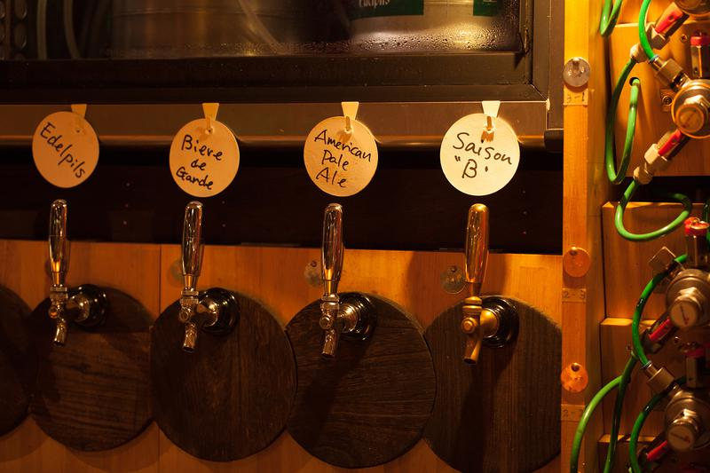 十数種のビールがタップでつながってます。