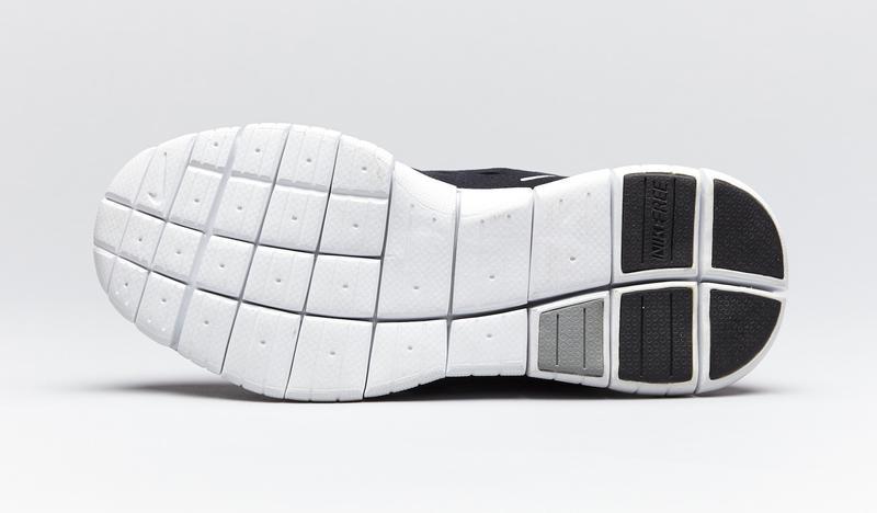 2004年に発表されたナイキ フリー5.0。履き心地を裸足に近づけるというまったく新しい価値観を追求したモデルです。