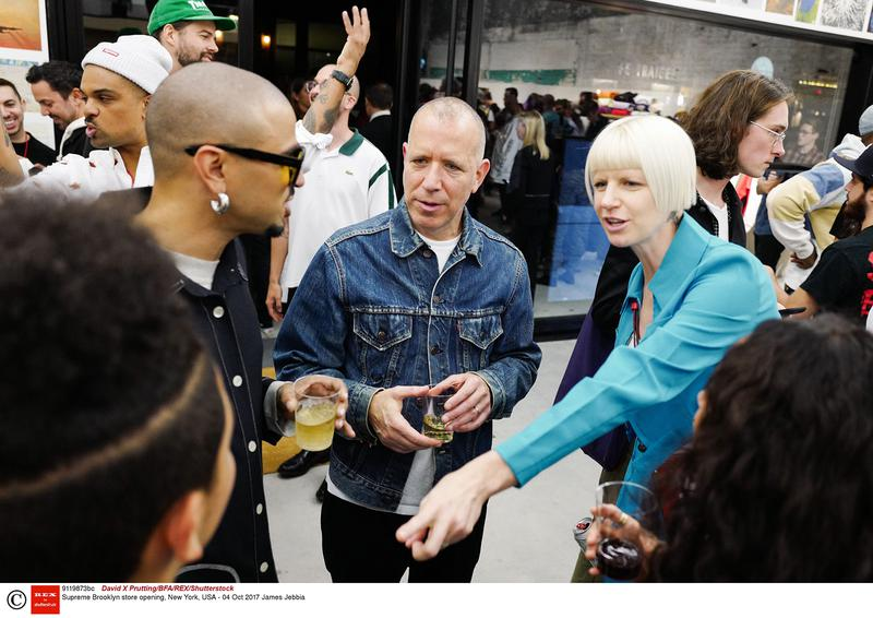 """中央が「シュプリーム」創業者のジェームス・ジェビア。ストリートとラグジュアリーの垣根を取り払った""""時代の先導者""""といってもいい。 写真:Shutterstock/アフロ"""