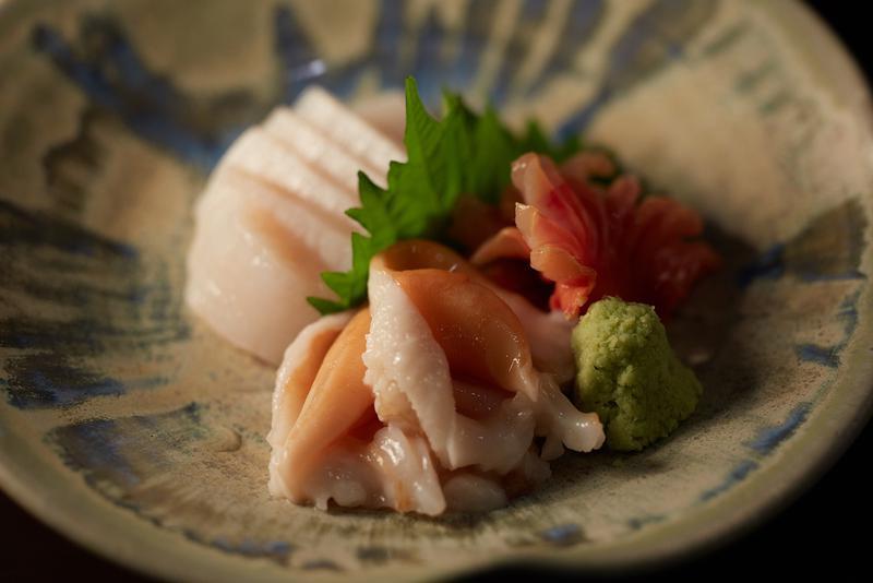この日のお刺身3品は愛知県産の平貝、岩手県産の石垣貝(トリ貝に似ている)、赤貝の3種。2400円