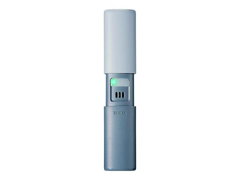 計測時の通知音が出ないサイレント設計のブレスチェッカー。手のひらサイズの小型モデルで、機器の起動や計測完了を振動で知らせるため、周囲の目を気にせず口臭をチェックできるのが特徴。息を吹きかけるだけで、匂いの強さを6段階で評価します。オープン価格。(株式会社 タニタ お客様サービス相談室 ナビダイヤル:0570(099)655 受付時間:平日9:00〜18:00)