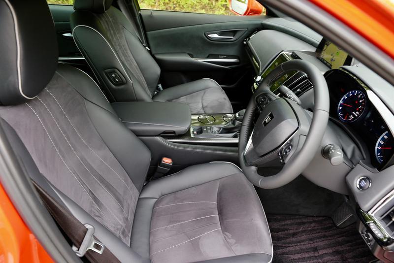 コクピットと呼びたくなるような「RS Advance」の運転席