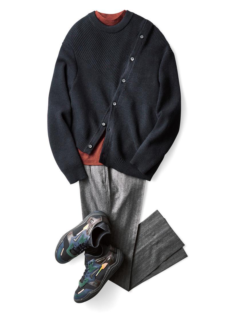 ニット16万4000円、Tシャツ4万6000円、パンツ13万1000円、靴11万円/すべてランバン(ランバン ジャパン)