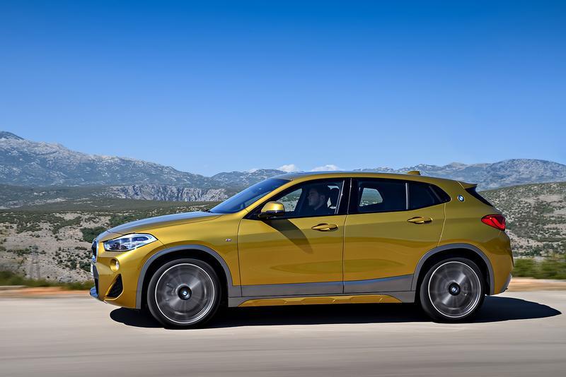 BMW X2 全長4375ミリ、全幅1825ミリ、全高1535ミリの4ドアボディ
