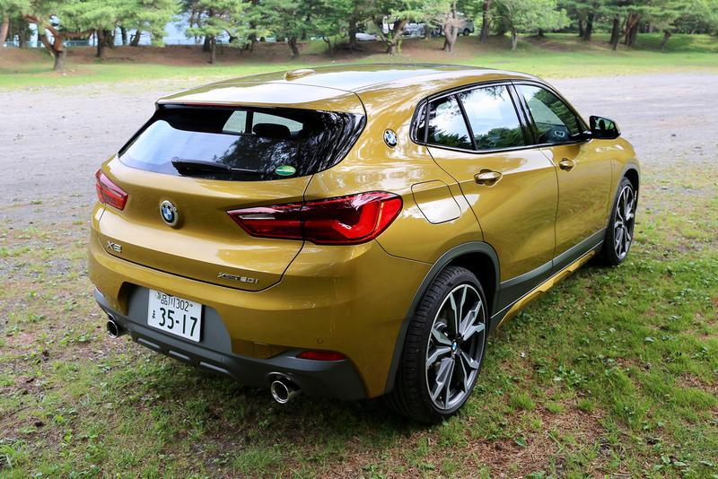BMW X2 SACというだけあってリアゲートまわりの造型感覚が軽やか