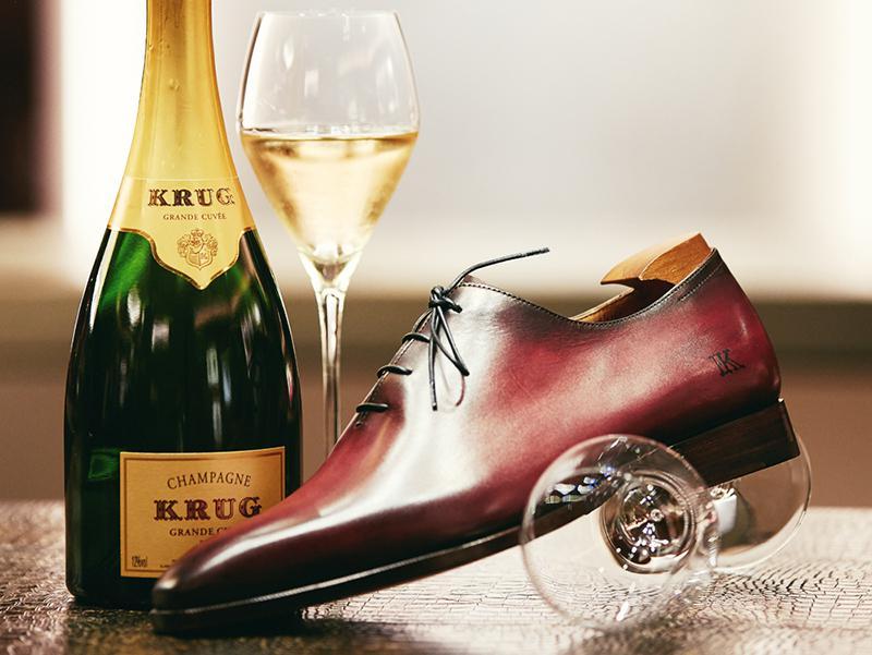 「ベルルッティ オルガ 靴を磨く」の画像検索結果