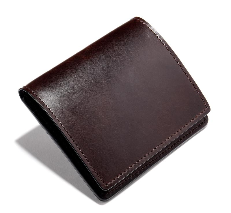 フラップ付きミニウォレット2万3000円/ワイルドスワンズ(ケイズファクトリー)